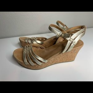 Ugg Gold Leather Strap Wedge Sandals Shoes Size 9